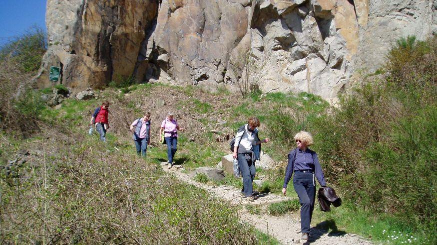 Wanderung zu den Felsen am Stenzelberg - Rundweg bei Niederdollendorf